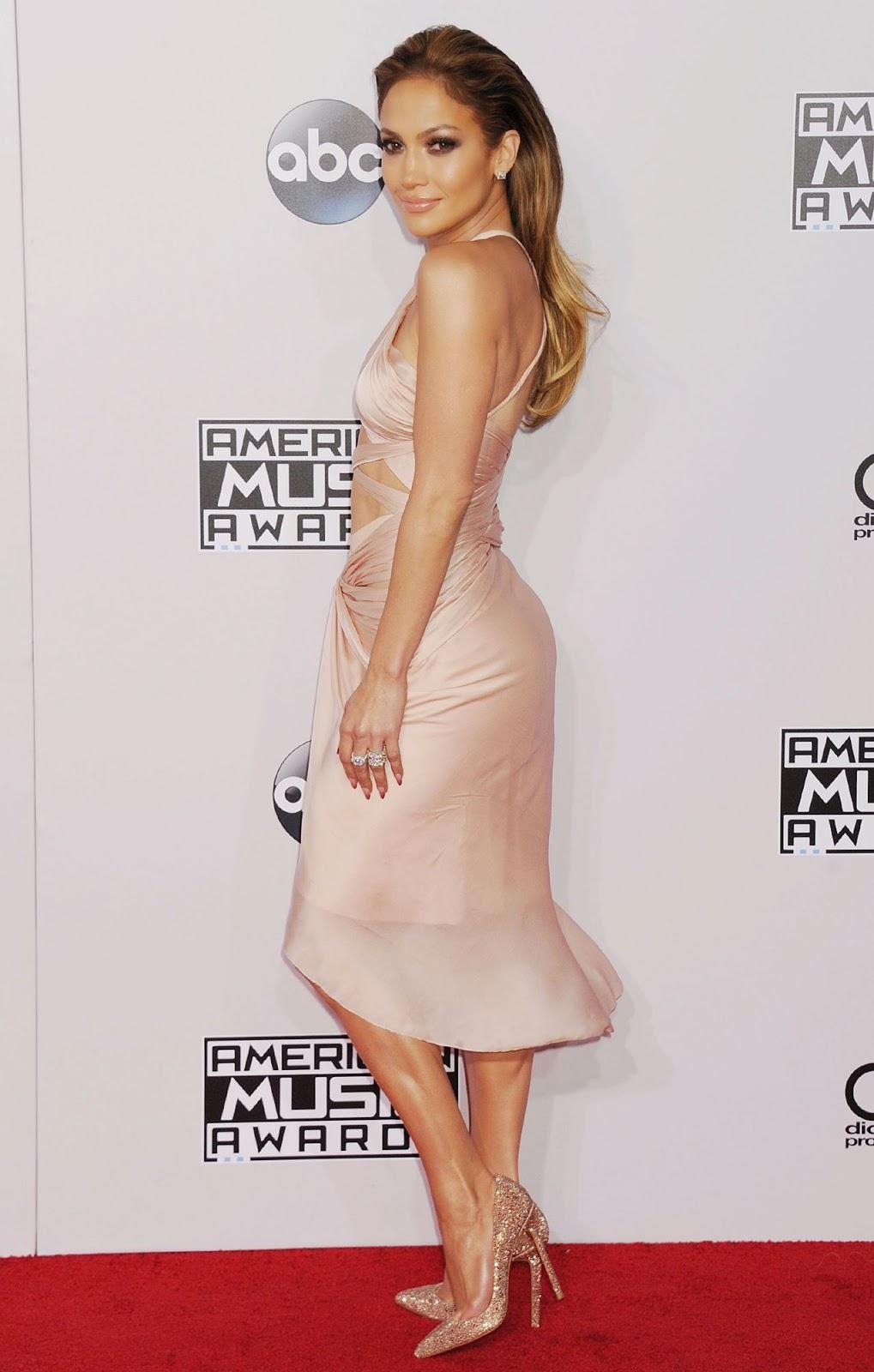 Jennifer Lopez exposes underboob and twerks at American