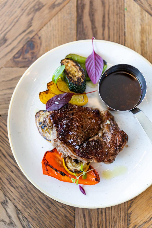 stek z antrykotu z warzywami