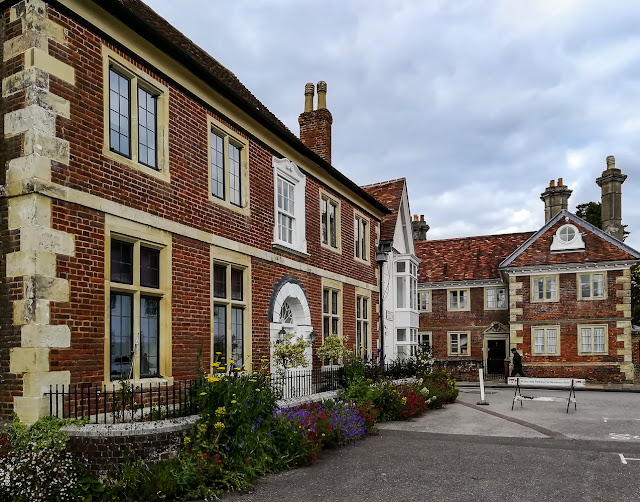 Photo of attractive buildings in Salisbury Cathedral Close