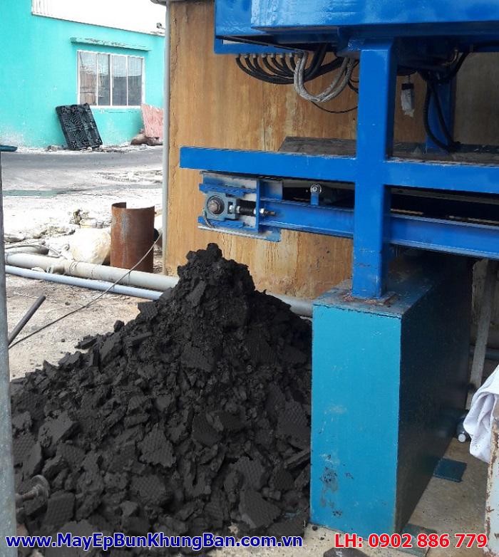 Hệ thống băng tải chuyển bùn tự động của máy ép bùn khung bản Việt Nam Vĩnh Phát mang lại sự thuận tiện cao cho người vận hành