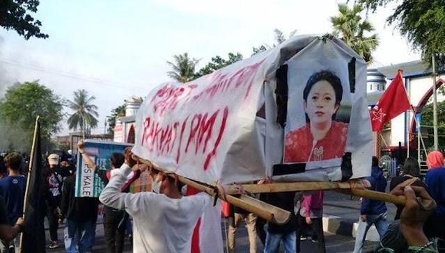 Arak Keranda Puan Bertuliskan 'Mayat Perampok Rakyat', Mahasiswi Ini Ditangkap Polisi