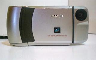 Smartphone? Não, camera digital QV-100!