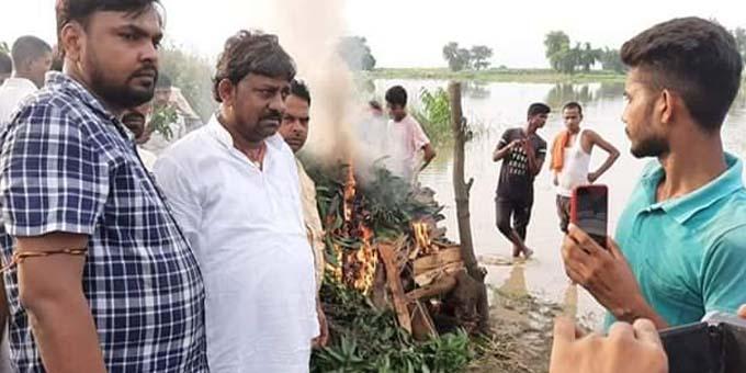 पंचतत्व में विलीन हुआ शहीद जवान कमलेश कुमार का पार्थिक शरीर