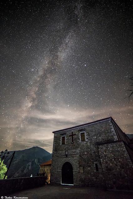 Το μοναστήρι Γηρομερίου κάτω από τον γαλαξία