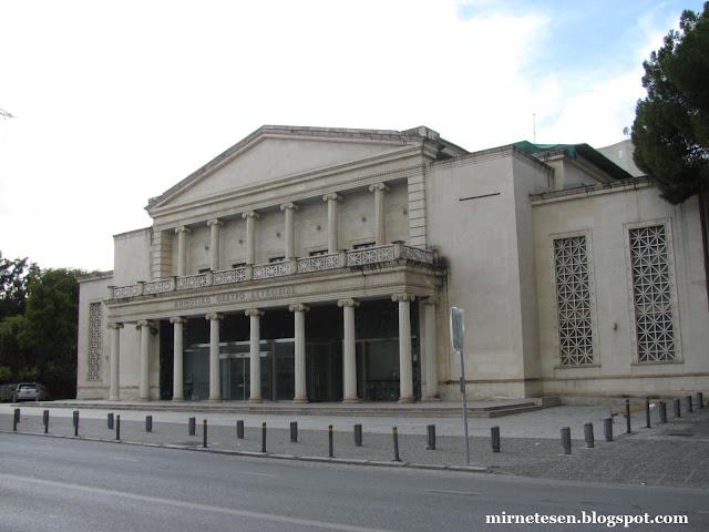 Греческая Никосия - современная часть, театр