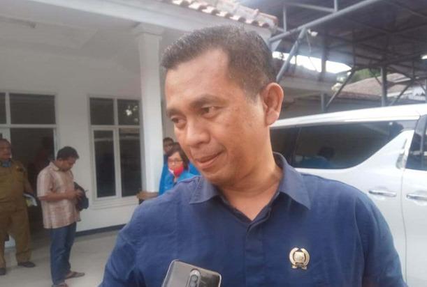 Temuan Komisi IV DPRD Kabupaten Sukabumi, Data penerima Bansos Amburadul