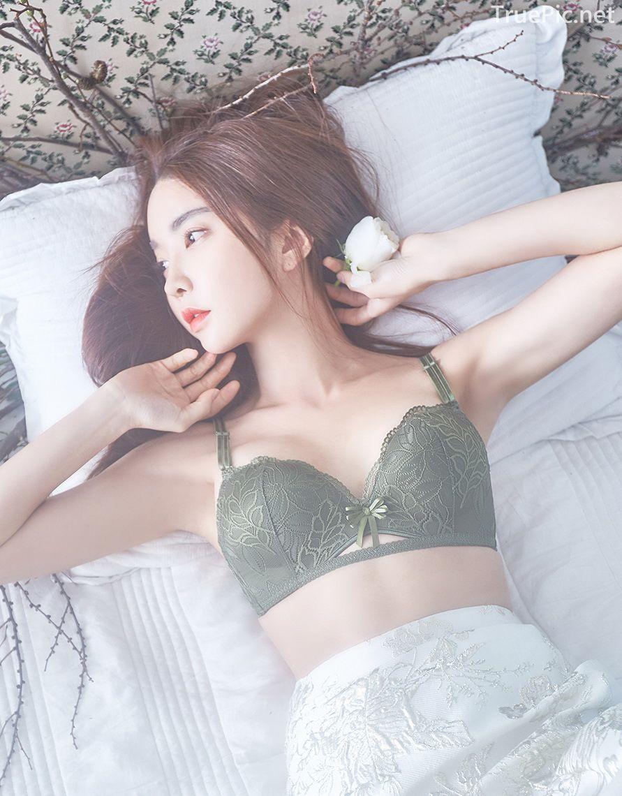 Korean beautiful model and fashion - Park Soo Yeon - Dark Green Bra Set - Picture 7