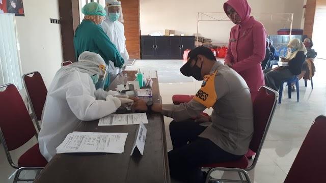 Cegah Penularan Covid 19 Polres Nganjuk Bekerjasama dengan Rumah Sakit Bhayangkara Adaka Rapid Test
