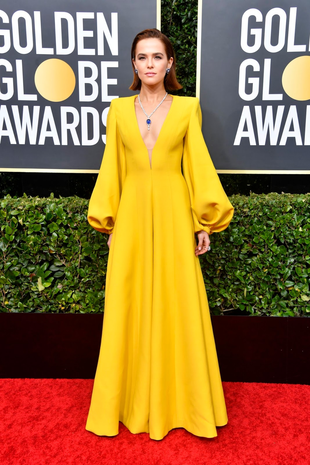 Zoey Deutch makes a bright statement in Fendi Couture at the 2020 Golden Globe Awards