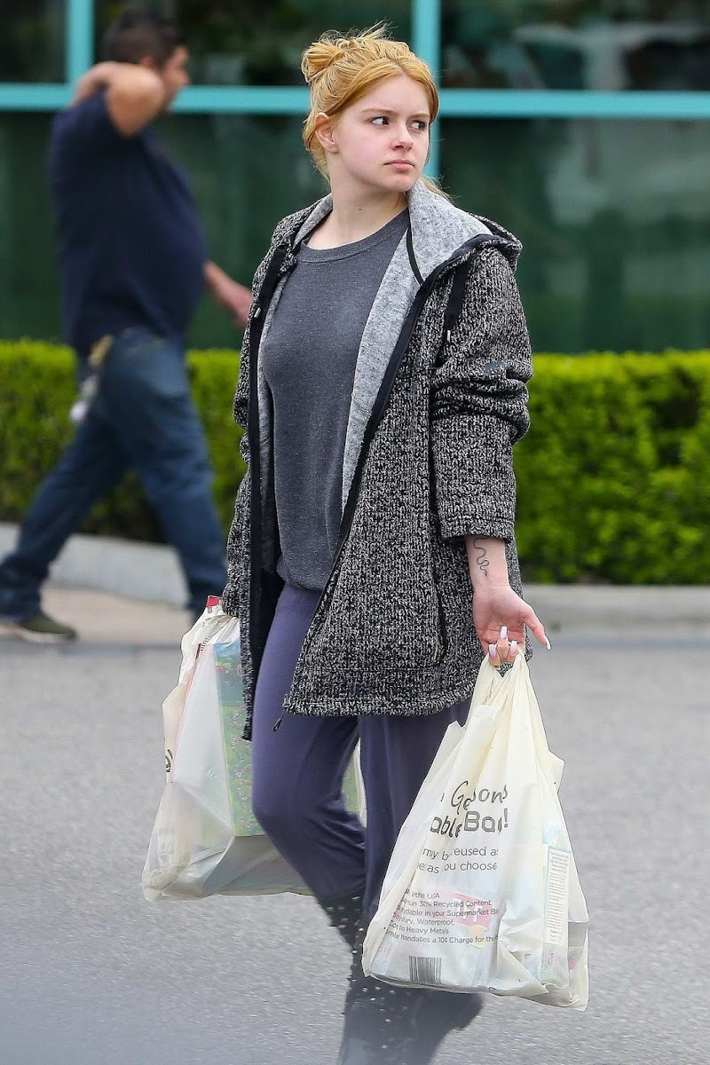 Ariel Winter Makeup Dree Out Shopping in Los Angeles 20 Mar -2020