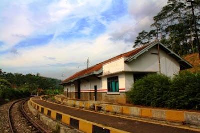 Stasiun KA Lampegan, sekarang sudah berfungsi lagi KA Cianjur Sukabumi.
