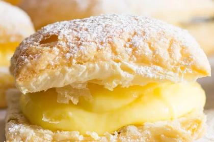 Sporcamuss Italian Cream Filled Pastries