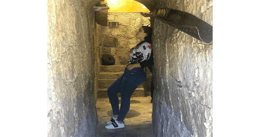 """Emma Coronel posa atractivo perfil en un túnel, los favoritos de su señor esposo """"El Chapo"""" para traficar y fugarse"""