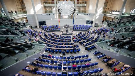 Τα ευρω-ομόλογα διχάζουν τη Γερμανία