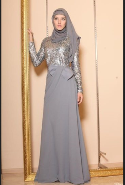 Model baju pesta muslim berupa long dress