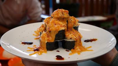 Sushi Volcano N Roll, Sushi  Pak Usu Pontianak