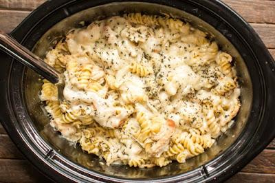 Slow Cooker Pesto Mozzarella Chícken Pasta