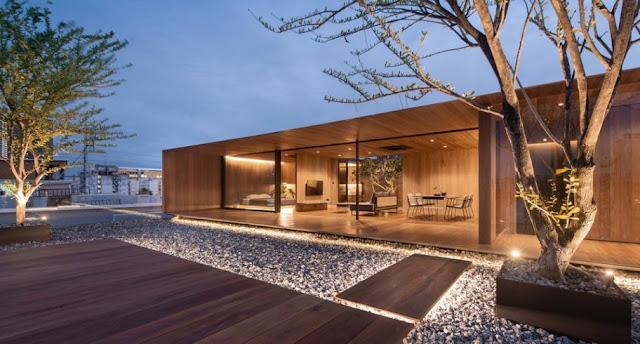 Μια απίστευτη ξύλινη κατοικία πάνω στην ταράτσα μιας πολυκατοικίας!