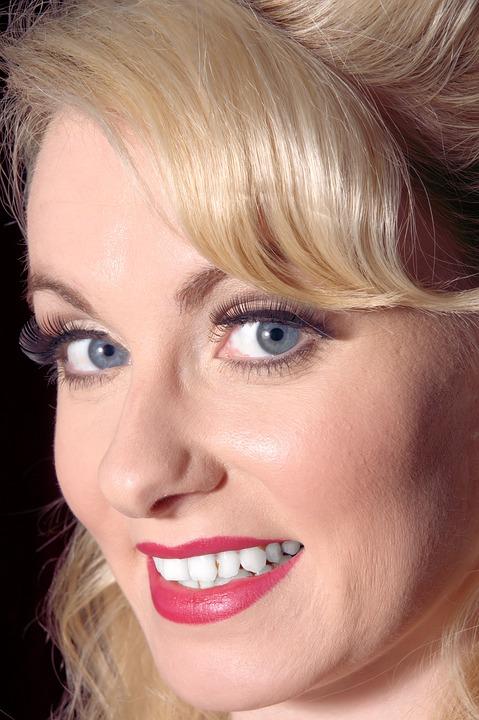 Blonde with luminous skin Pixabay image