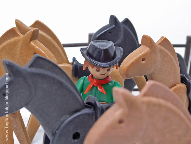 horses and green cowboy Playmobil 3241