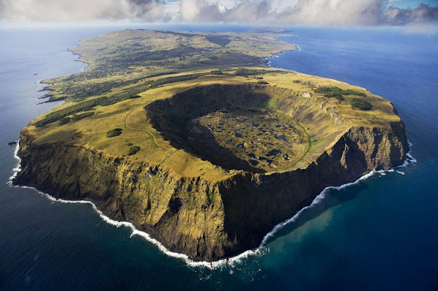 After 60 years of inactivity: The Bristol Island volcano, spews ash Easter-island-chile-11