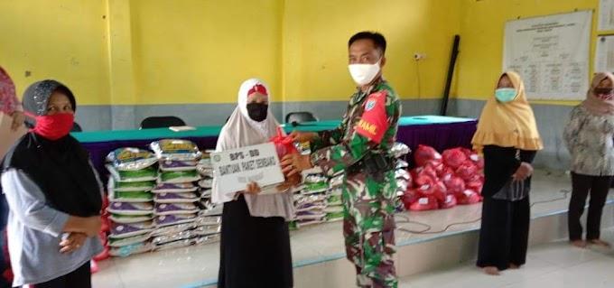 Koramil Baamang Bantu Proses Pendistribusian Sembako