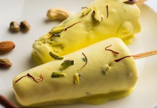 बादाम पिस्ता कुल्फी रेसिपी - Badam Pista Kulfi Recipe - How to Make Badam Pista Kulfi at Home , Badam Pista Kulfi