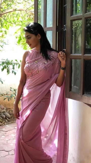 Model Aishwarya Lakshmi in Sleeveless Pink Saree Actress Trend