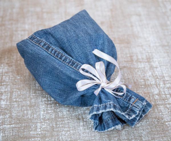 Yhden sauman pussukka farkkujen lahkeesta