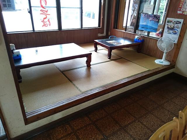 沖縄家庭料理・そばの店 ひめゆりそばの店内の写真