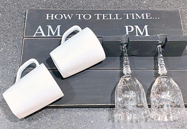Stenciled How to Tell Time Pallet Sign for coffee mugs