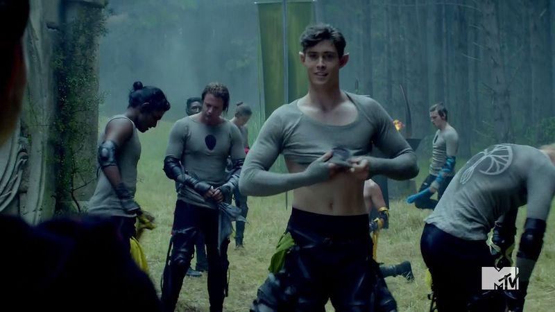 The Shannara Chronicles: Mattias Inwood a torso nudo
