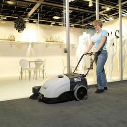 مكنسة الشوارع والطرق الكبيرة   nilfisk sw750  الالمانية وكذلك داخل المبانى والمكاتب والممرات والتى تعمل بالبطاريات  indoor&outdoor