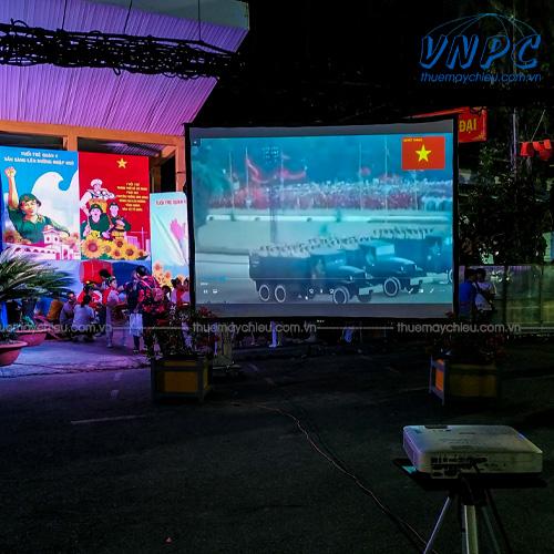 VNPC cho thuê máy chiếu và màn chiếu khung tại TpHCM