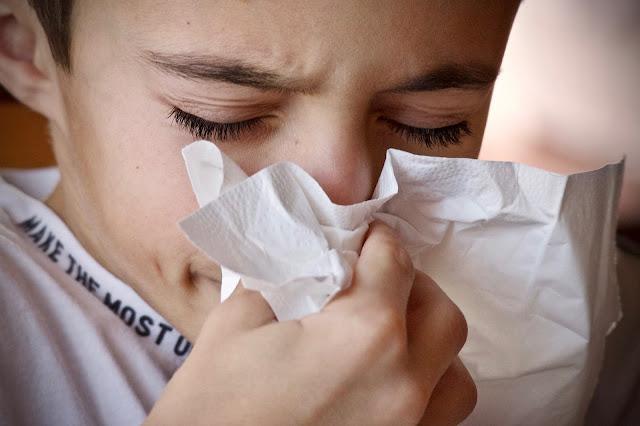 Contro il raffreddore la soluzione salina per pulire il naso è utilissima