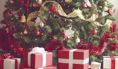 merry Christmas gift and tree