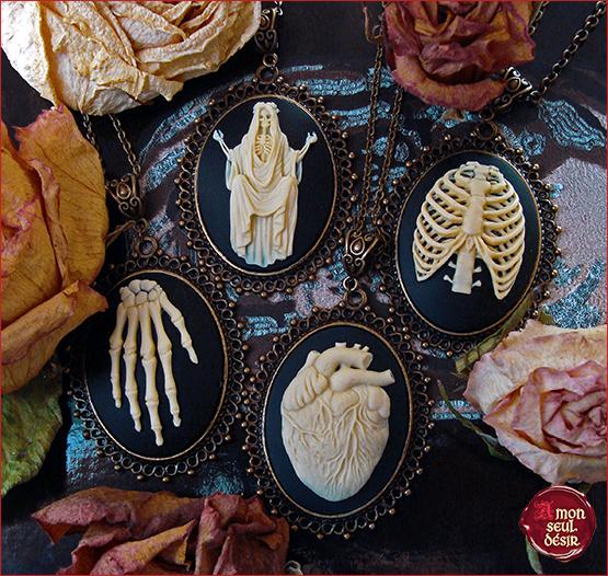 Collier Gothique - Camée - Squelette - Ossement - Halloween - Victorien - Anatomie - Curiosité - Vintage - Steampunk - Retro