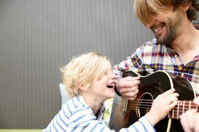 Panduan Lengkap Cara Mengajari Anak Supaya Bisa Bicara Dengan Lancar - Menyanyi Bersama Anak