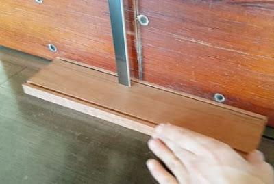 potong pinggiran kayu untuk pemegang atas kaca
