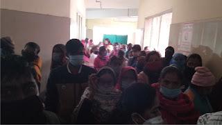 रानी लक्ष्मी बाई संयुक्त चिकित्सालय में उड़ायी जा रहीं कोरोना प्रोटोकाल की धज्जियां    #NayaSaberaNetwork