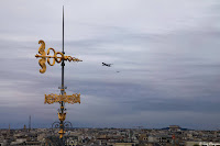 Vol au dessus des toits de Paris un 14 juillet 2020