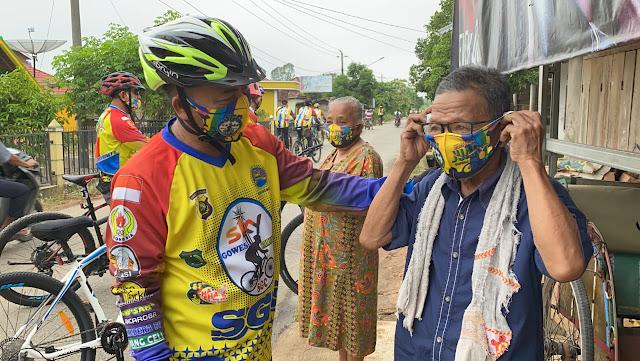 Apriyadi Tegur Keras Pekerja di Jalan Tak Pakai Masker