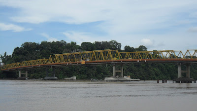 Samarinda terkenal dengan jembatan mahakam