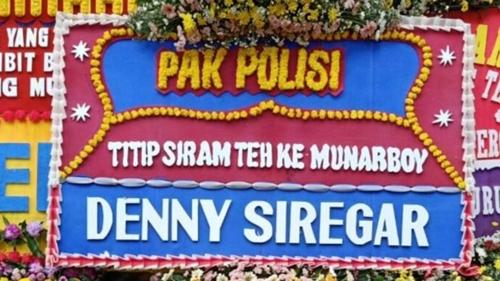 Sindir Munarman, Denny Siregar Kirim Karangan Bunga: Pak Polisi Titip Siram Teh ke Munarboy