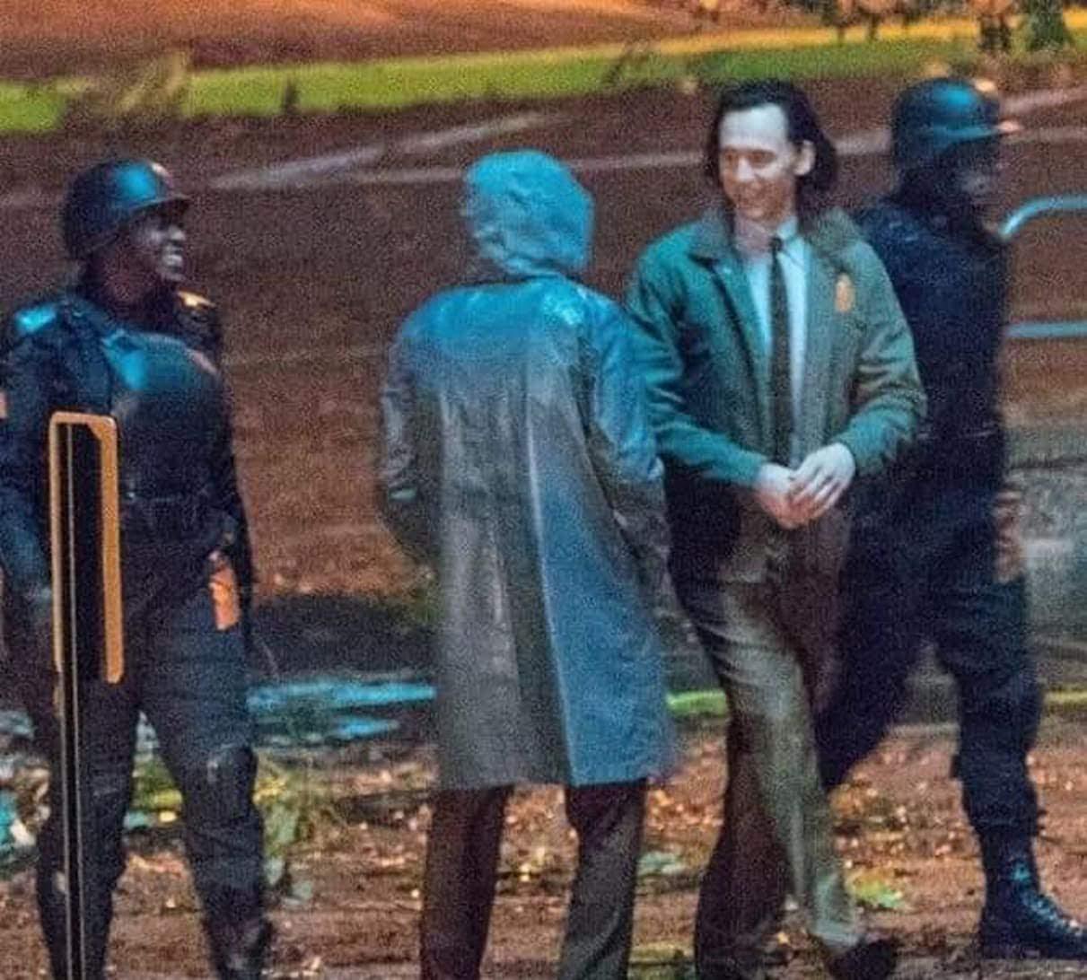 Loki :「アベンジャーズ : エンドゲーム」の物語の世界から逃げ出したロキのその後を描く Disney+ の配信シリーズ「ロキ」の注目の新キャラクターのレディー・ロキが初登場したかもしれないロケのセット・フォト ! !