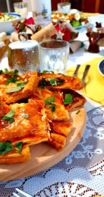 Suempol, łososś, pizza, szybka przekąska na cieście francuskim,przekąska na imprezę, pizza na szybko,jak zrobić szybką przekąskę z ciasta francuskiego, z kuchni do kuchni,najlepszy blog kulinarny, top blog