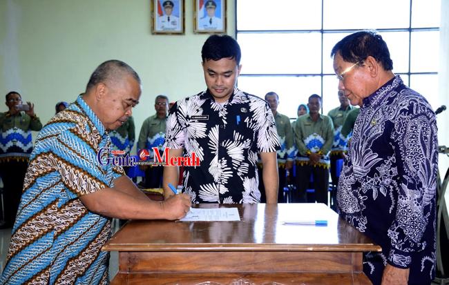 Tanda Tangani Pakta Integritas, Plt Bupati Mesuji Ingatkan Pejabatnya Tidak Melanggar Hukum