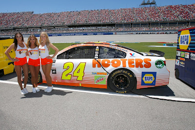 Hooters Returns to Track as Chase Elliott's Primary Sponsor for November Races