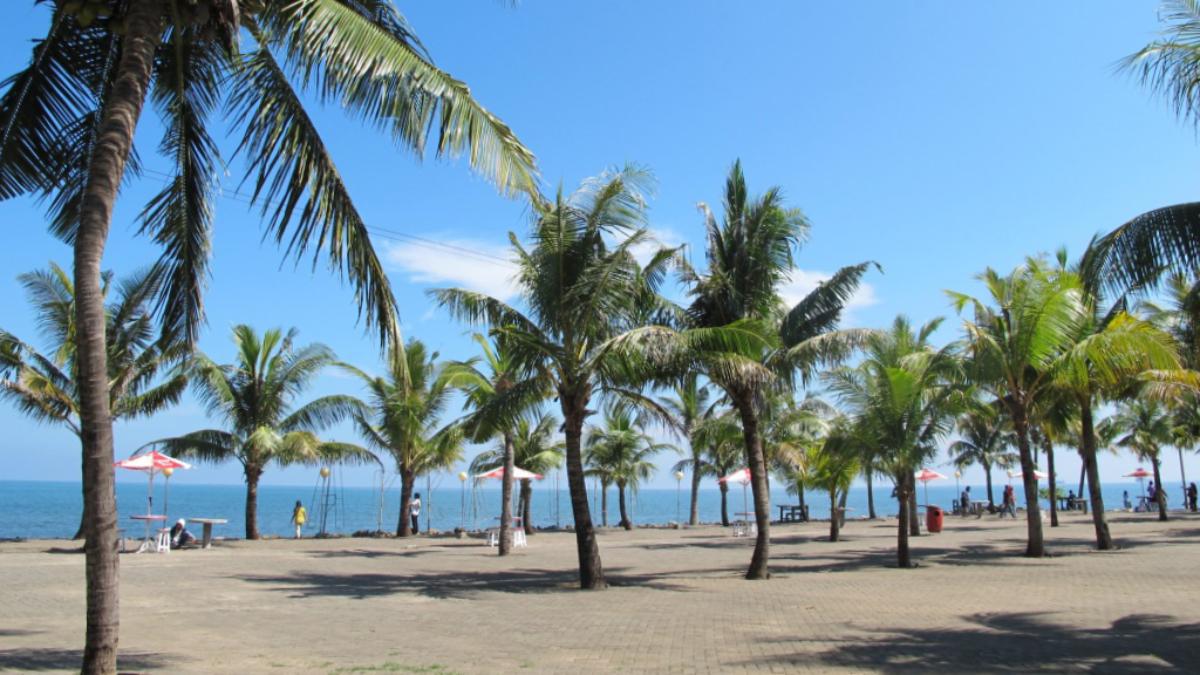 Pemdangan landscape indah Pantai Akkarena