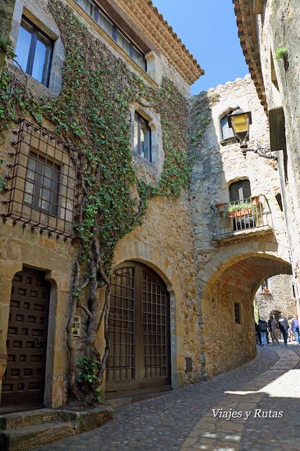 Casas de la Calle Mayor de Pals, Girona